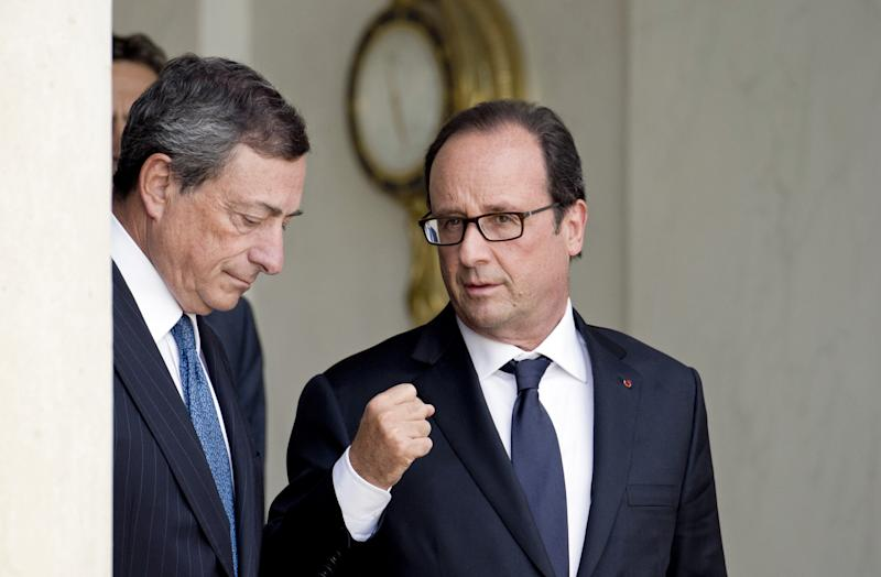 French President Francois Hollande (right) with the European Central Bank president Mario Draghi after a meeting on September 1, 2014 at the Elysee palace in Paris (AFP Photo/Alain Jocard)