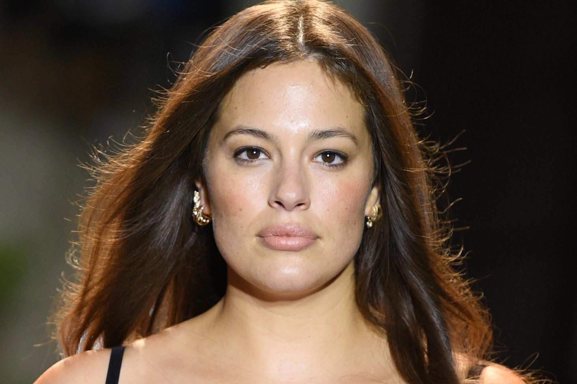 Ashley Graham Nude Stretch Marks Photo Is Her First Post