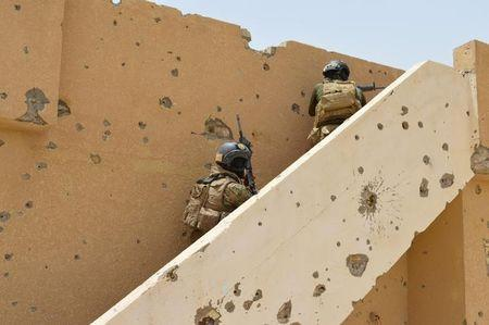 Iraqi security forces personnel inspect a house south of Falluja, Iraq, June 6, 2016.  REUTERS/Stringer
