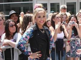She Did What? X Factor USA's Demi Lovato Spits On Simon Cowell