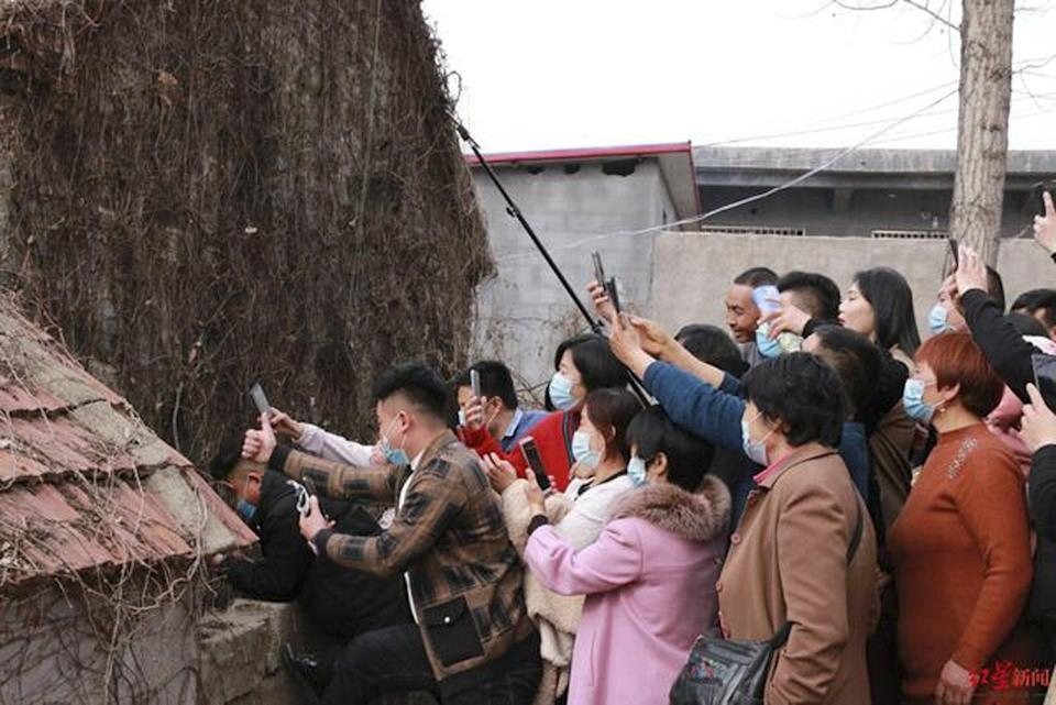 Chinese internet bloggers swarmed the village in an attempt to cash in on Cheng's new found fame. Photo: Baidu