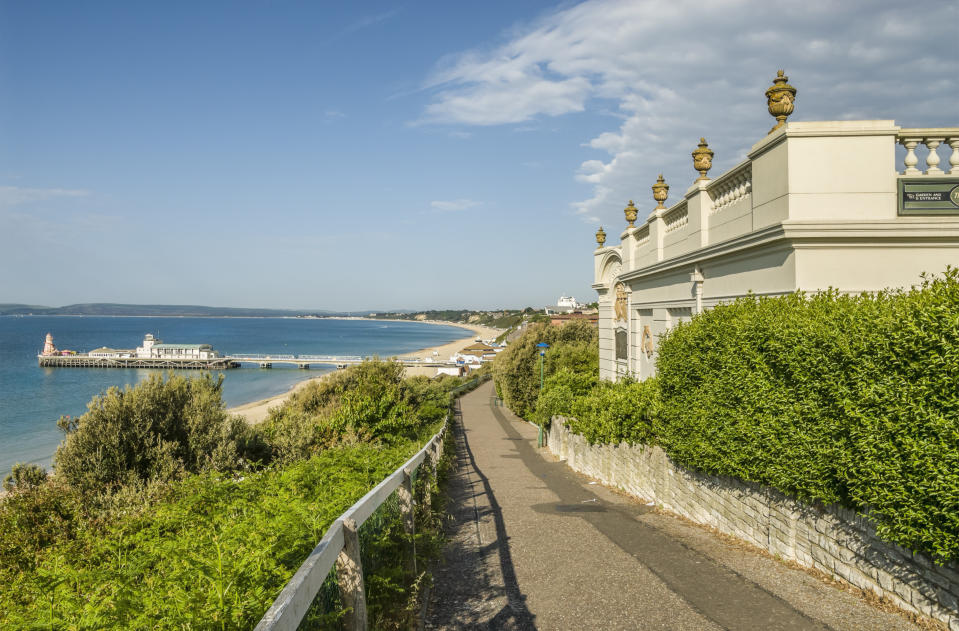 BOURNEMOUTH, UNITED KINGDOM - 2008/11/30: Waterfront of the holiday resort in Dorset with the pier in the background, South England. (Photo by Olaf Protze/LightRocket via Getty Images)