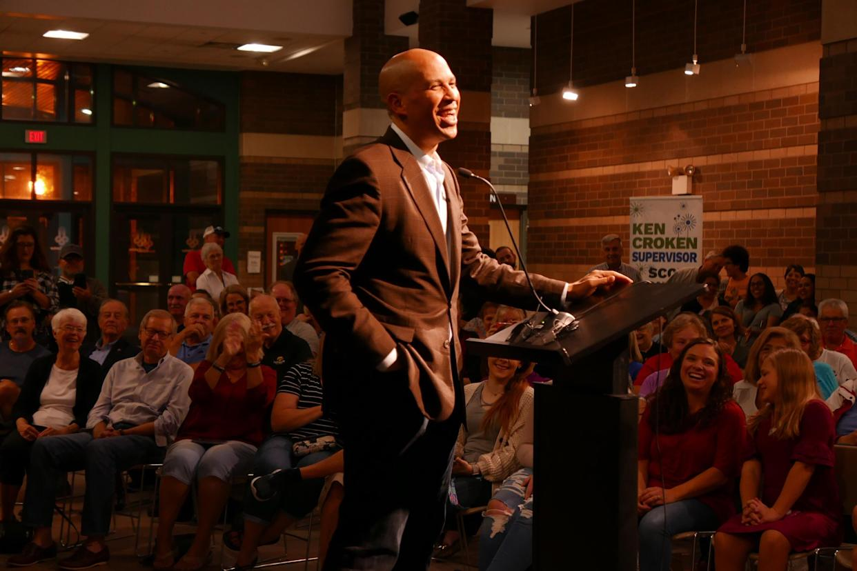 New Jersey Sen. Cory Booker speaks at the RiverCenter in Davenport, Iowa, on Oct. 8. (Photo: Hunter Walker/Yahoo News)