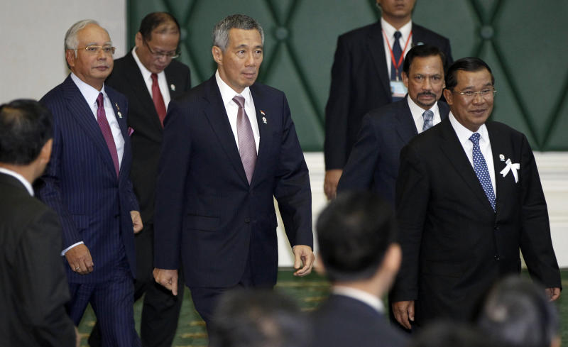 From right to left, Cambodia's Prime Minister Hun Sen, Brunei's Sultan Hassanal Bolkiah, Singapore's Prime Minister Lee Hsien Loong, Philippines' President Benigno Aquino III and Malaysia's Prime Minister Najib Razak arrive for a singing ceremony of adoption of the ASEAN Human Rights Declaration during the 21st Association of Southeast Asian Nations, or ASEAN Summit in Phnom Penh, Cambodia, Sunday, Nov. 18, 2012. (AP Photo/Vincent Thian)