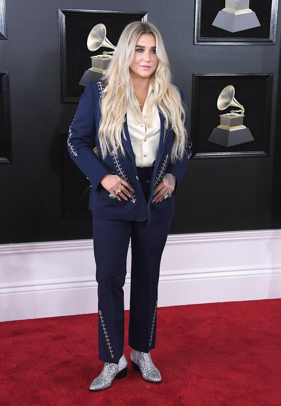 """<h1 class=""""title"""">Kesha in Nudie's Rodeo Tailor and Coomi jewelry</h1><cite class=""""credit"""">Photo: Getty Images</cite>"""