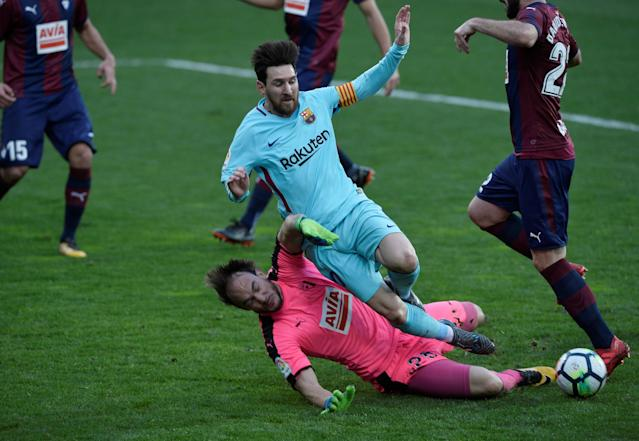 Soccer Football - La Liga Santander - Eibar vs FC Barcelona - Ipurua, Eibar, Spain - February 17, 2018 Barcelona's Lionel Messi in action with Eibar's Marko Dmitrovic REUTERS/Vincent West