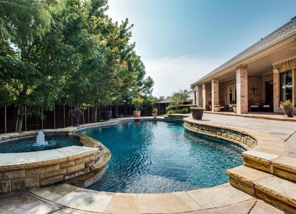13 mistakes not to make if you ever want to sell your home for Pool design mistakes
