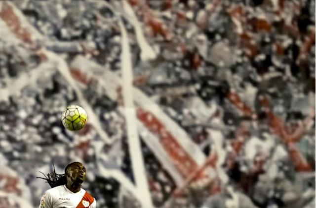Rayo's Angolan forward Manucho heads the ball during their Spanish league football match against Valencia CF at Vallecas stadium in Madrid (AFP Photo/Dani Pozo)