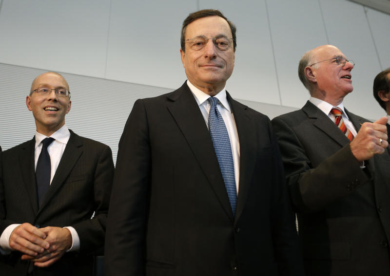 The president of the European Central Bank, Mario Draghi, center, the Bank's member of the Board, Joerg Asmussen, left, and the President of the German Federal Parliament, Bundestag, Norbert Lammert, right, arrive for a meeting with members of the parliament in Berlin, Germany, Wednesday, Oct. 24, 2012. Draghi meets with German lawmakers to discuss his plans to buy bonds of ailing eurozone members. (AP Photo/Michael Sohn)