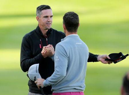 Golf - BMW PGA Championship - Virginia Water, Surrey, England - 20/5/15 Cricketer Kevin Pietersen and England's Justin Rose shake hands at the end of the round during the Pro-Am. Action Images via Reuters / Paul Childs. Livepic