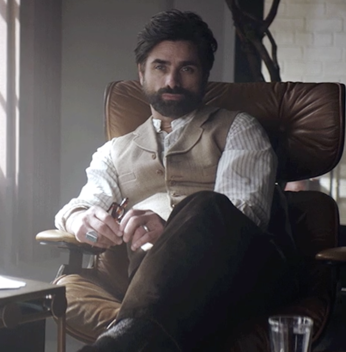 """John Stamos as Dr. Nicky in """"You"""""""