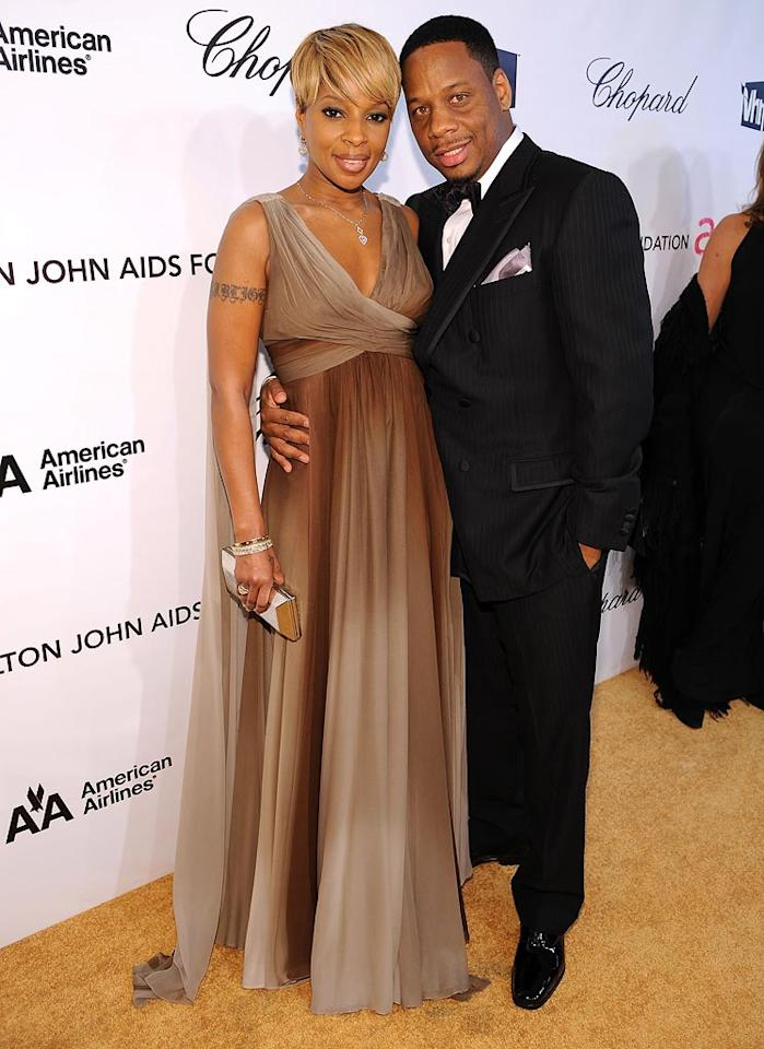"<a href=""http://movies.yahoo.com/movie/contributor/1800193703"">Mary J. Blige</a> and husband attend the 16th Annual Elton John AIDS Foundation Oscar Party at the Pacific Design Center in West Hollywood - 02/24/2008"