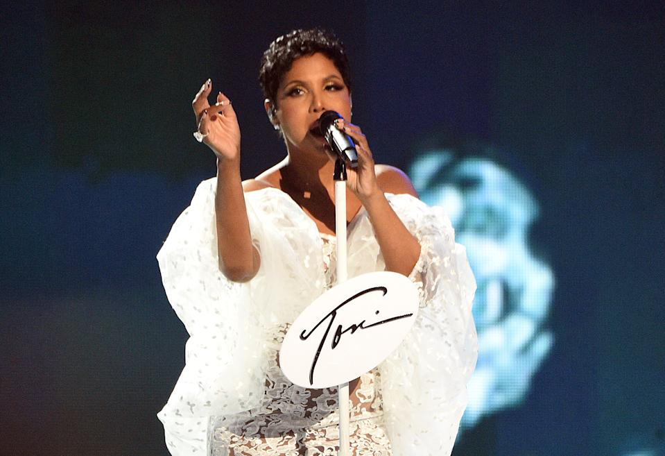 LOS ANGELES, CALIFORNIA - NOVEMBER 24: Toni Braxton performs onstage during the 2019 American Music Awards at Microsoft Theater on November 24, 2019 in Los Angeles, California. (Photo by Kevin Mazur/AMA2019/Getty Images for dcp)
