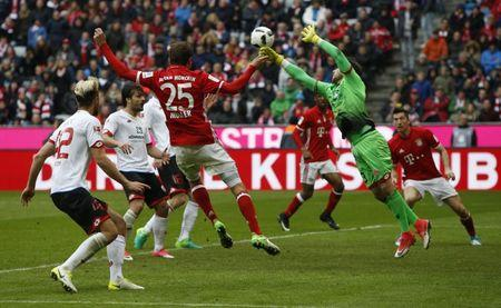 Mainz's Jannik Huth in action with Bayern Munich's Thomas Muller