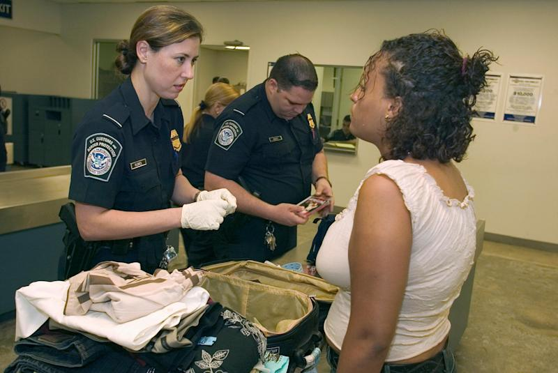 customs us border airport search luggage