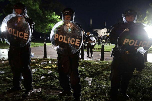 PHOTO: Members of the U.S. Secret Service hold a perimeter near the White House as demonstrators gather to protest the killing of George Floyd on May 30, 2020 in Washington, D.C. (Alex Wong/Getty Images)