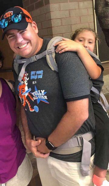PHOTO: Teacher Jim Freeman carries 10-year-old Ryan, who has spina bifida, so she can attend field trip. (Shelly King)