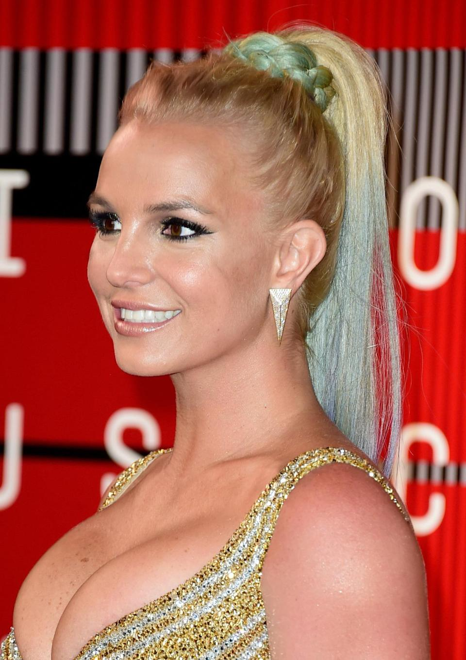<p>The pop queen arrived at the VMAs in a very <i>I Dream of Jeannie </i>look. Her high pony was wrapped with a braid at the crown turning blue/green/and purple in the braid and ends for an on-trend mermaid style.</p><p>Source: Getty Images<br></p>