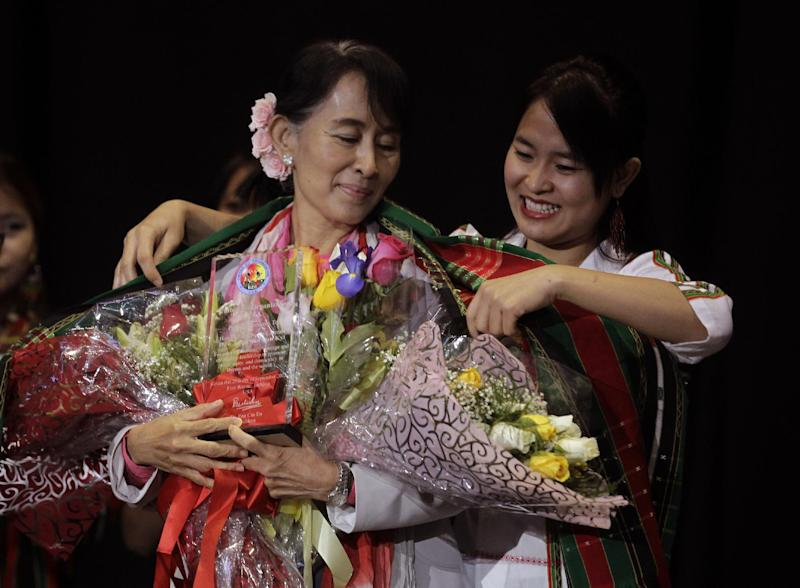 Myanmar democracy leader Aung San Suu Kyi receives a traditional Chin shawl before speaking in Fort Wayne, Ind., Tuesday, Sept. 25, 2012. Fort Wayne is home to one of the largest Burmese communities in the United States. (AP Photo/Michael Conroy)