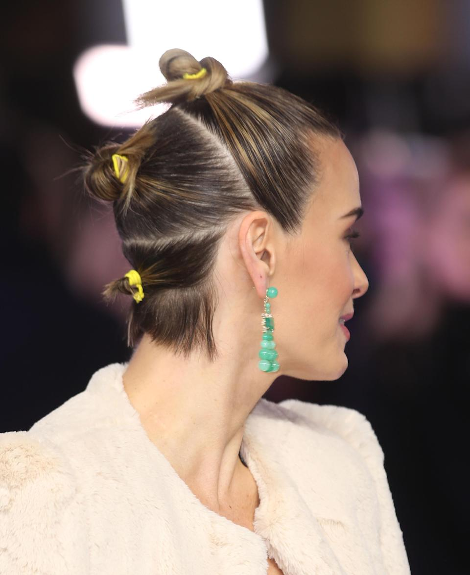 The actress wore her cropped locks in multiple neon bobbles – a sure-fire sign that hair accessories are major news this season [Photo: Getty]