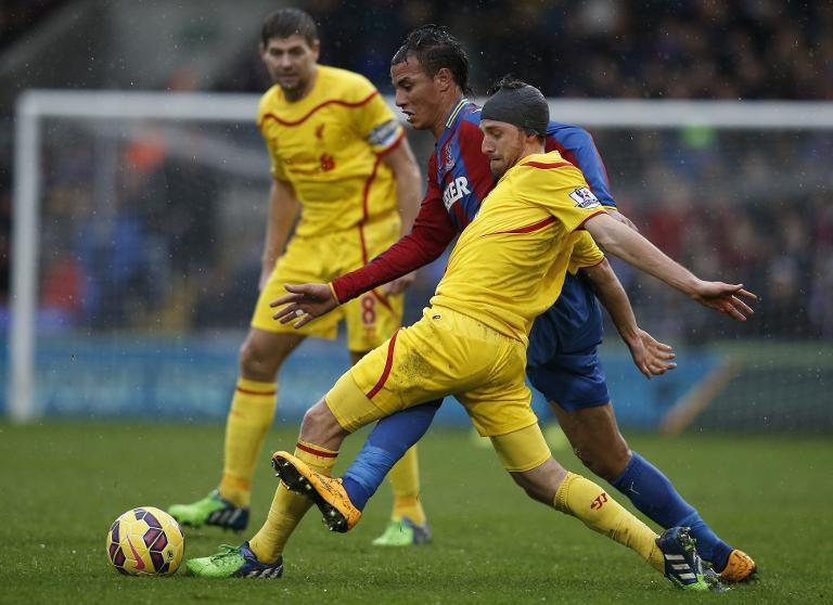 Liverpool's Joe Allen (R) and Crystal Palace's Marouane Chamakh during their Premier League match at Selhurst Park on November 23, 2014 (AFP Photo/Adrian Dennis)