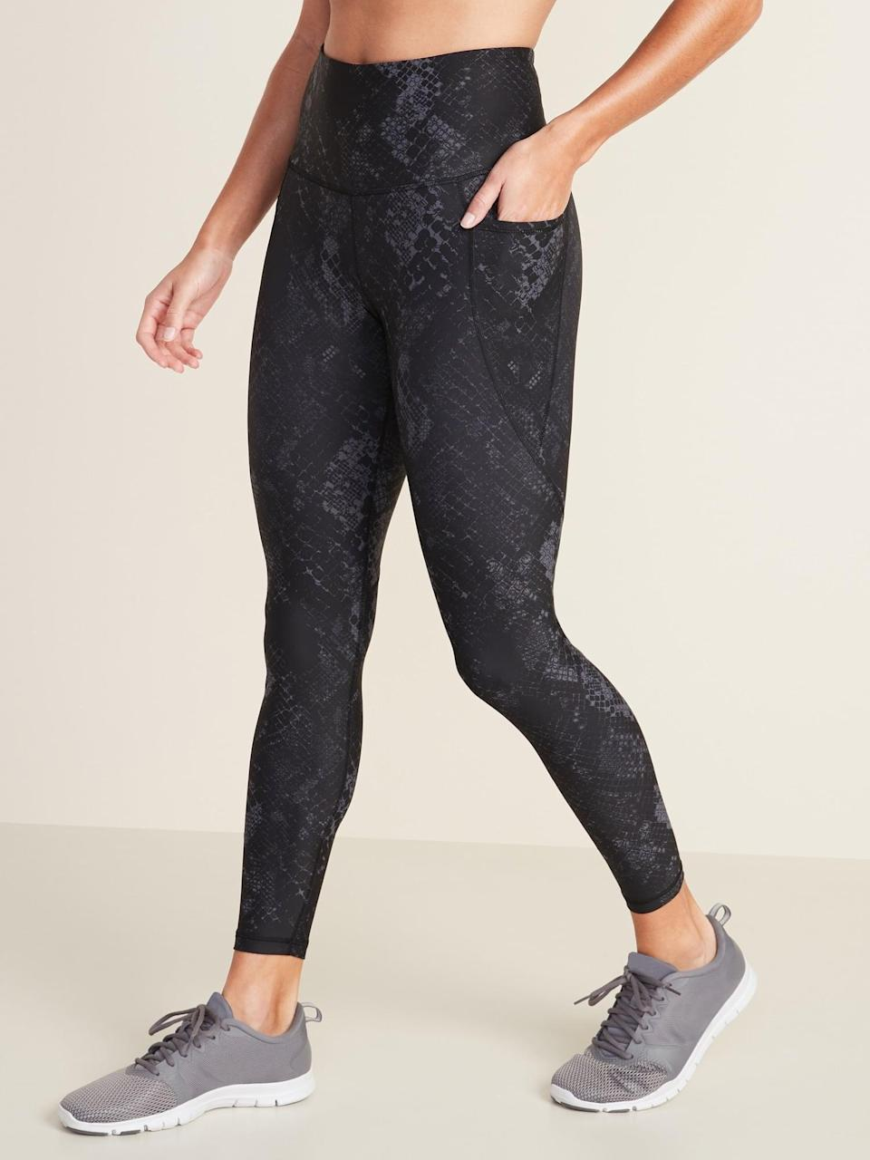 <p>We're into the cute, neutral pattern of these <span>Old Navy High-Waisted Elevate Powersoft 7/8-Length Side-Pocket Leggings</span> ($40).</p>