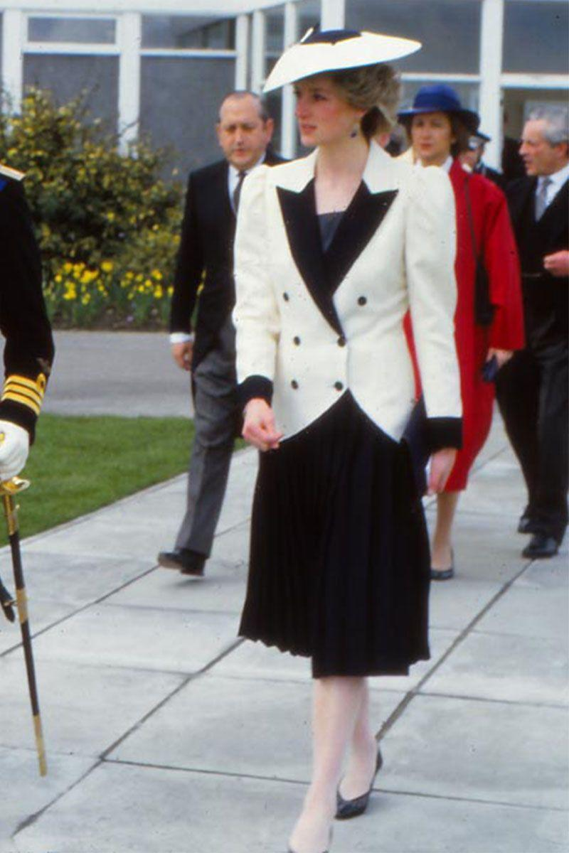 <p>In a black dress paired with a black-and-white blazer arriving in England. </p>