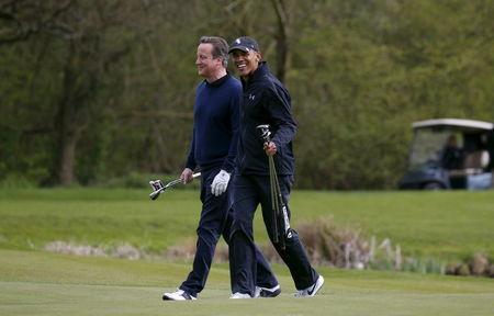U.S. President Barack Obama plays golf with British Prime Minister David Cameron at The Grove golf course in Watford, England April 23, 2016. REUTERS/Kevin Lamarque