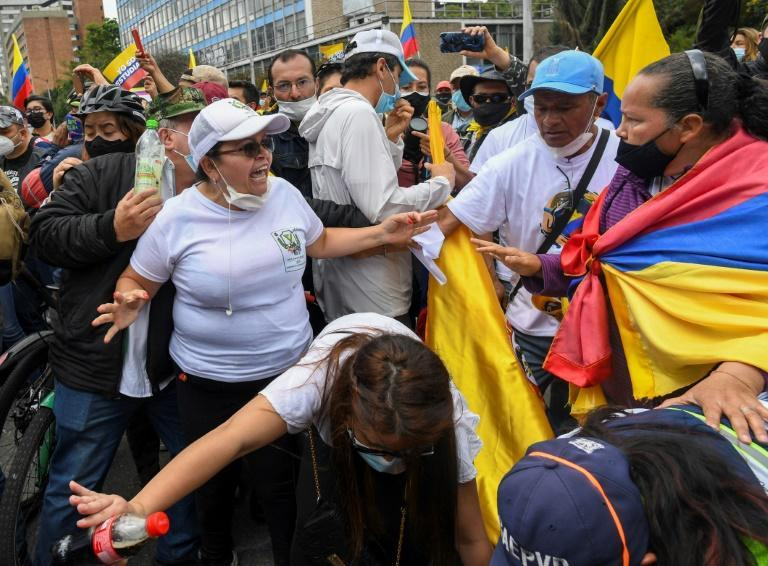 Colombians protesting against the anti-government blockades were on the streets on Sunday
