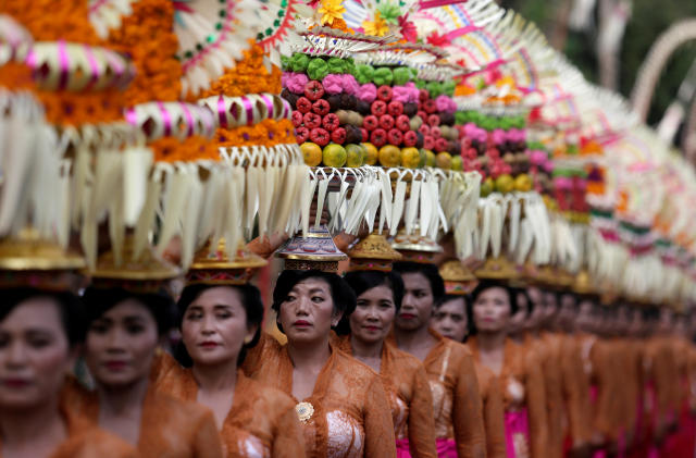 Balinese women take part in a parade during the annual Bali Arts Festival in Denpasar, Bali, Indonesia June 23, 2018. REUTERS/Johannes P. Christo TPX IMAGES OF THE DAY