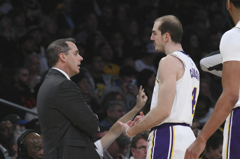 洛杉磯湖人總教練Frank Vogel(圖左)與Alex Caruso。(AP Photo/Michael Owen Baker)