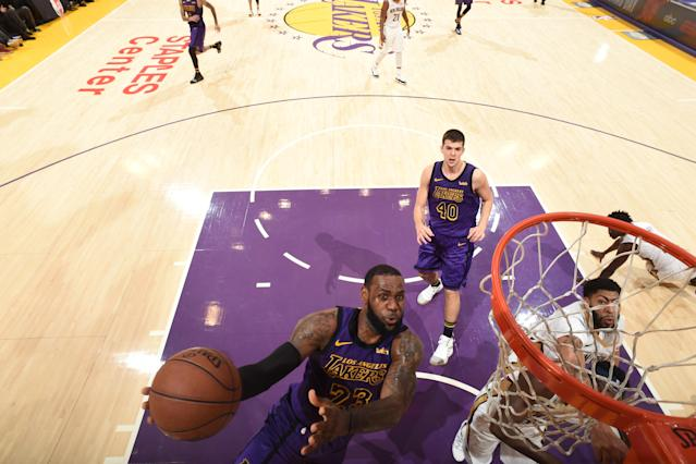 LOS ANGELES, CA - DECEMBER 21: LeBron James #23 of the Los Angeles Lakers shoots the ball against the New Orleans Pelicans on December 21, 2018 at STAPLES Center in Los Angeles, California. (Photo by Andrew D. Bernstein/NBAE via Getty Images)
