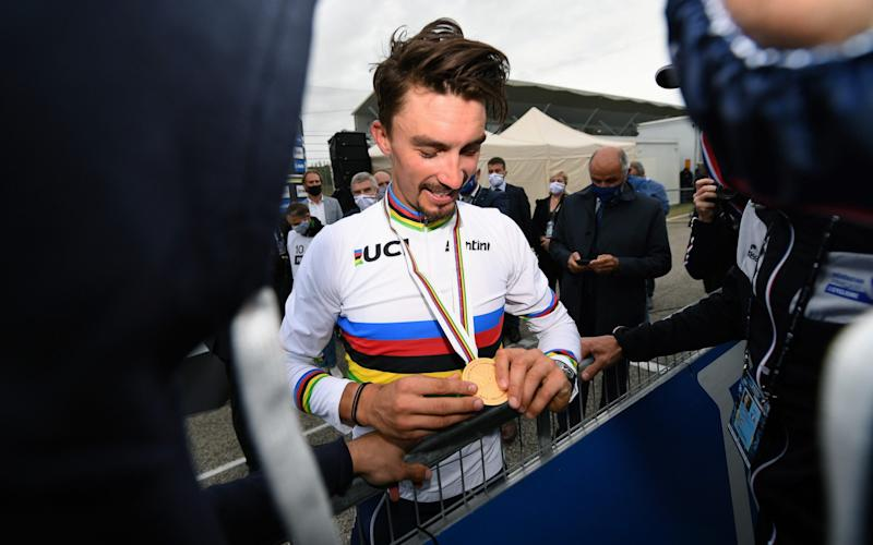 Julian Alaphilippe celebrates with his gold medal - Velo