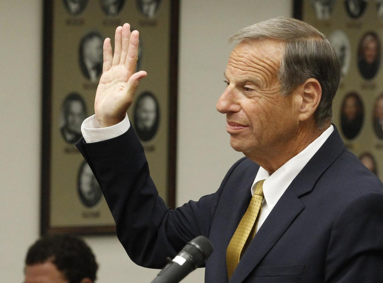 Former San Diego mayor Bob Filner appears in Superior Court in San Diego, California October 15, 2013. Filner has been charged with felony false imprisonment and two misdemeanor counts of battery involving three women, the court and state prosecutors said. Filner resigned from the helm of California's second largest city following a string of sexual harassment allegations. REUTERS/John Gibbins/Pool (UNITED STATES - Tags: CRIME LAW POLITICS)