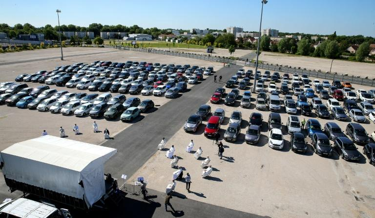 Some 500 believers gathered in Chalons-en-Champagne in about 200 cars parked at least a metre (3.3 feet) from one another outside the city's main exhibition hall (AFP Photo/FRANCOIS NASCIMBENI)
