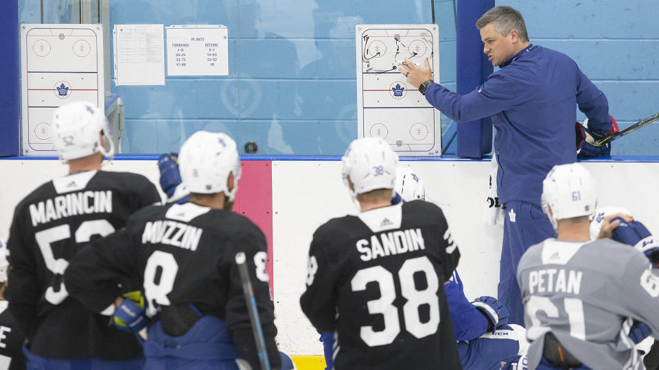 Toronto Maple Leafs head coach Sheldon Keefe gives instructions to his players during training camp in Toronto. (THE CANADIAN PRESS/Chris Young)