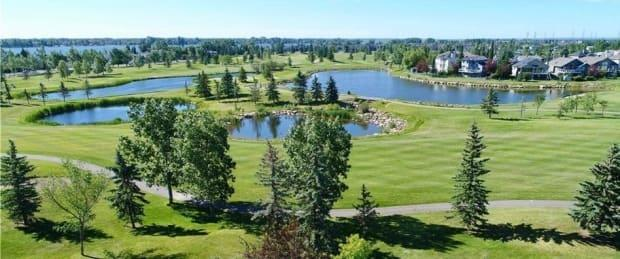 A new feasibility report shows the Lakeside Greens Golf Course in Chestermere is not economically viable in the long term.