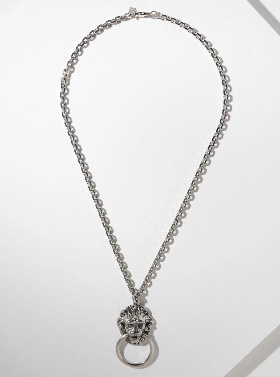 "<p><strong>Vanessa Mooney</strong></p><p>vanessamooney.com</p><p><strong>$75.00</strong></p><p><a href=""https://vanessamooney.com/collections/necklaces/products/the-vandal-door-knocker-necklace-silver?variant=30612973092899"" rel=""nofollow noopener"" target=""_blank"" data-ylk=""slk:SHOP IT"" class=""link rapid-noclick-resp"">SHOP IT</a></p><p>Try this chunky door knocker necklace to give your look a vintage feel. </p>"