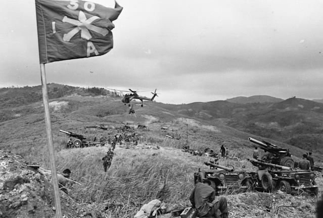 <p>American troops on Hill Timothy preparing for battle against the Vietcong on April 11, 1968 during the Vietnam war. (Photo: Terry Fincher/Daily Express/Hulton Archive/Getty Images) </p>