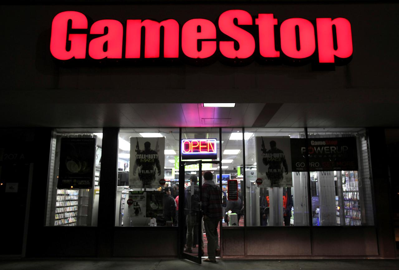 "People enter a GameStop store during ""Black Friday"" sales in Carle Place, New York November 25, 2011.  REUTERS/Shannon Stapleton/File Photo         GLOBAL BUSINESS WEEK AHEAD - SEARCH ""GLOBAL BUSINESS AUG 22"" FOR ALL IMAGES"