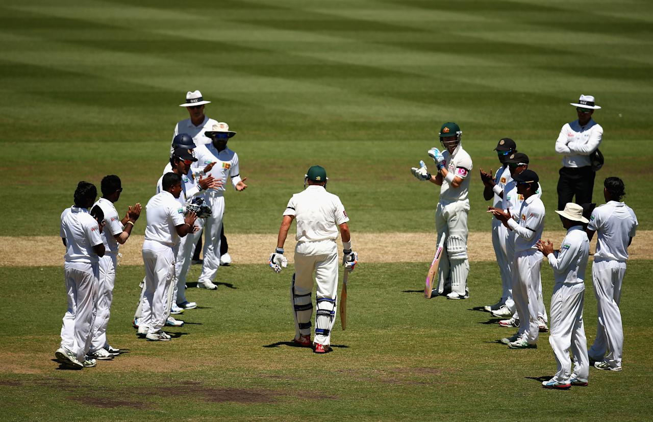 SYDNEY, AUSTRALIA - JANUARY 04: Michael Hussey of Australia walks out to bat through a guard of honour by the Sri Lankan team during his last test during day two of the Third Test match between Australia and Sri Lanka at Sydney Cricket Ground on January 4, 2013 in Sydney, Australia.  (Photo by Ryan Pierse/Getty Images)