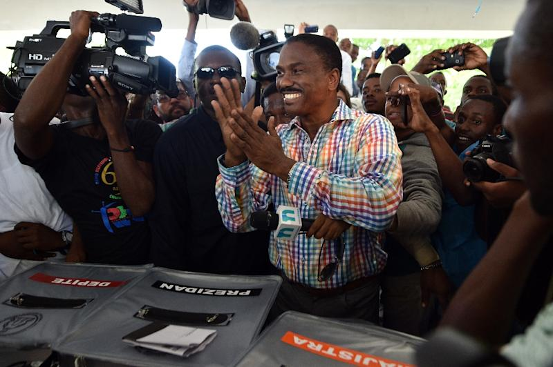 Jude Celestine of the LAPEH political party, considered the frontrunner in a huge field of 54 Haitian presidential candidates, votes in Port-au-Prince on October 25, 2015 (AFP Photo/Hector Retamal)