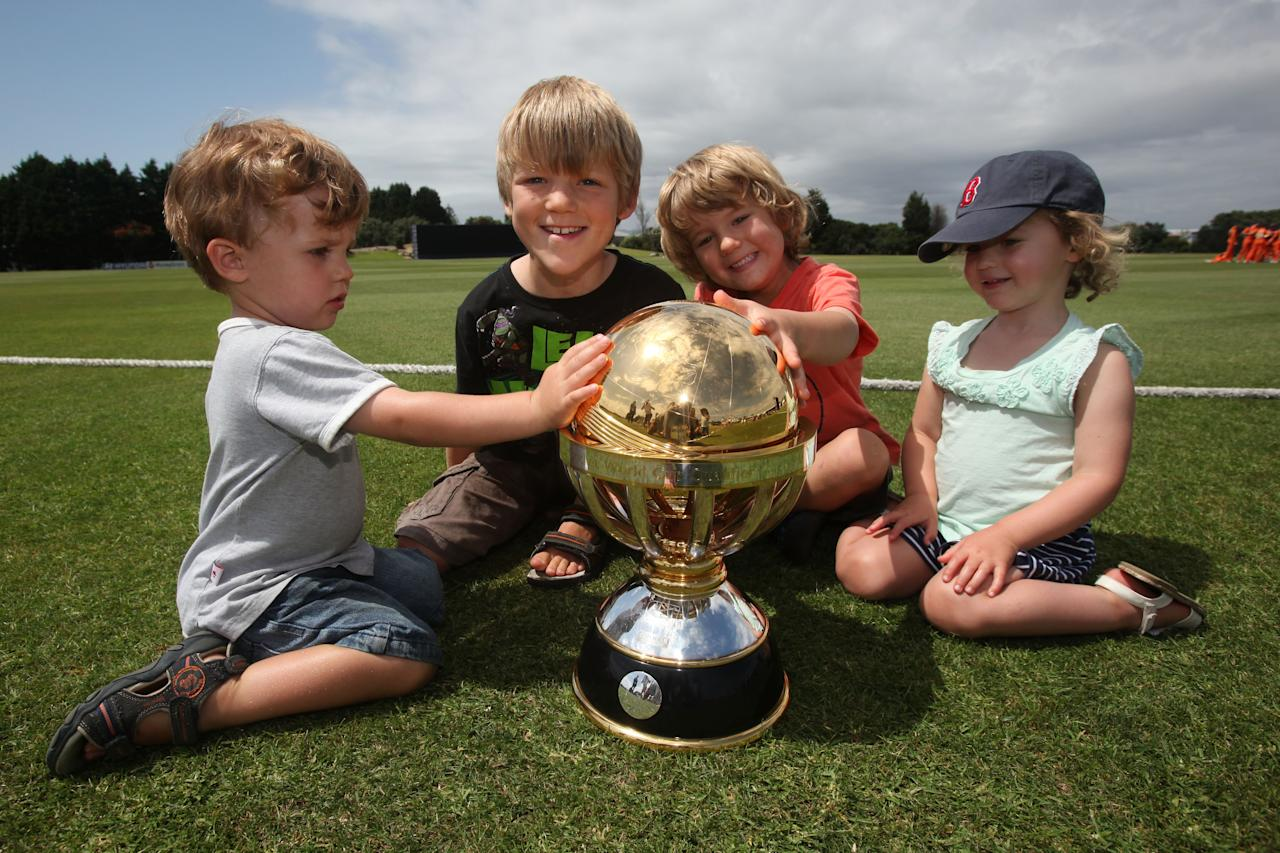 MOUNT MAUNGANUI, NEW ZEALAND - JANUARY 15:  Darcy, Jasper, Max and Emma Jamieson with the ICC World Cup Qualifying trophy during match between Namibia and The Netherlands on January 15, 2014 in Mount Maunganui, New Zealand.  (Photo by Joel Ford-IDI/IDI via Getty Images)
