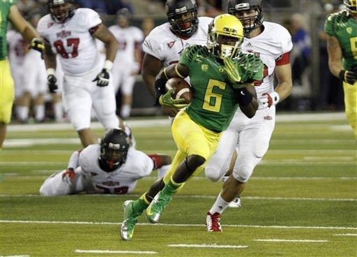 Oregon running back De'Anthony Thomas outruns a score of Arkansas State defenders on his way to a touchdown during the first half of their NCAA college football game in Eugene, Ore., Saturday, Sept. 1, 2012. (AP Photo/Don Ryan)