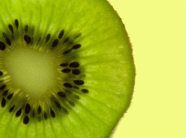 <b>Kiwi </b>Might appear to be a small fruit, but this tiny little fruit contains ounces of Vitamin C, fiber and potassium. Eating kiwis can avert the risk of suffering from grave illness like cancer, stroke, heart attacks and respiratory disorders. It has the power of healing wounds; sores and also repairing damaged cells.