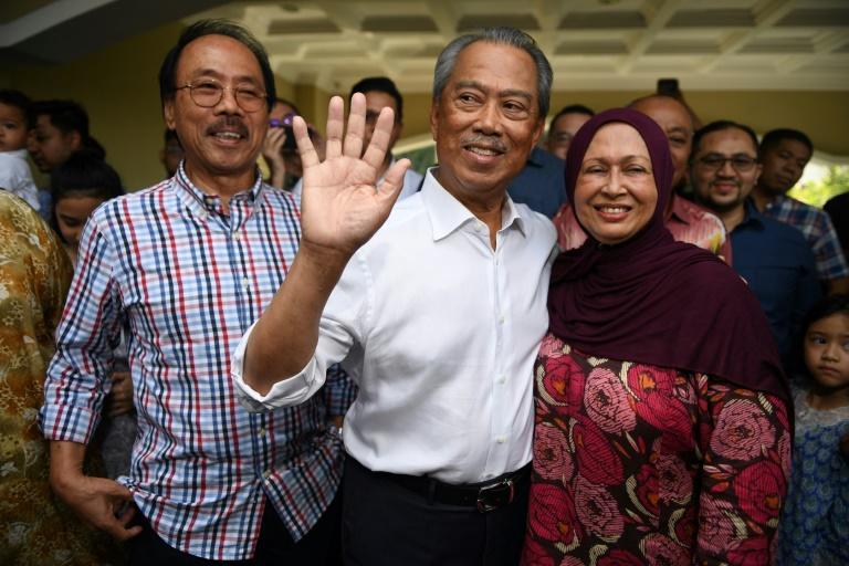 Former interior minister Muhyiddin Yassin (C) is vying to become Malaysia's prime minister