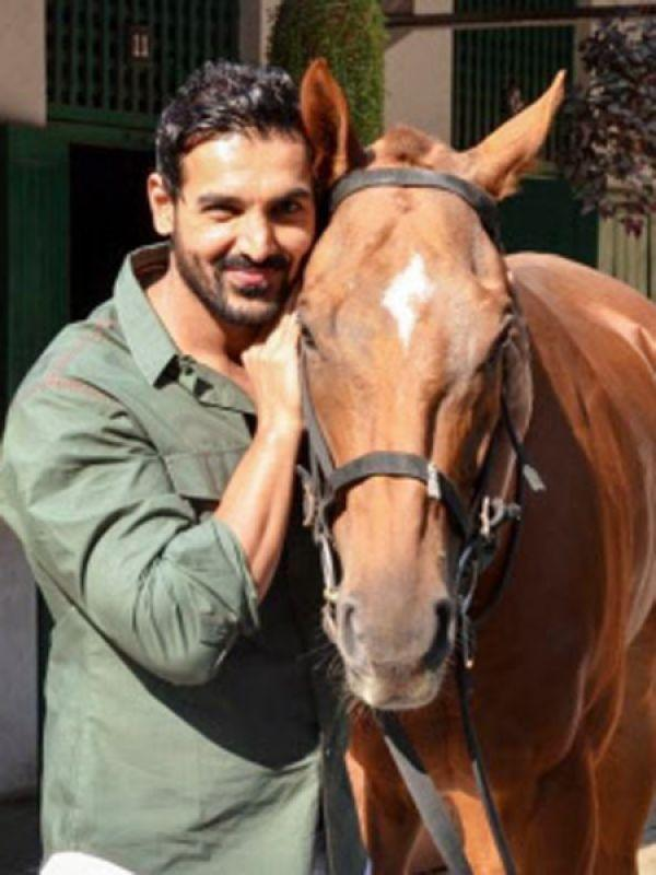 <p><strong>Images via : <a href='http://idiva.com'>iDiva.com</a></strong></p><p><strong>John Abraham</strong>: Jonny boy has been associated with PETA since the time they came to India and follows a meat-free diet.</p><p><strong>Related Articles - </strong></p><p><a href='http://idiva.com/opinion-ifood/care-to-try-this-raw-some-diet/23332' target='_blank'>Care to Try This RAW-some Diet?</a></p><p><a href='http://idiva.com/interviews-work-life/anuradha-sawhney-on-why-being-vegan-is-the-best-lifestyle-choice-diva-in-focus/19263' target='_blank'>Anuradha Sawhney on Why Being Vegan is the Best Lifestyle Choice [Diva in Focus]</a></p>