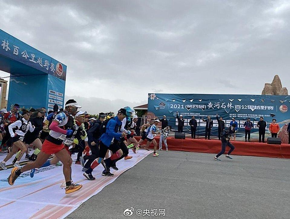 The cross-country endurance event began on a Saturday morning at the Yellow River Stone Forest Park in Gansu province. As the runners climbed to a height of about 2,000 metres above sea level, harsh conditions descended. Photo: Weibo