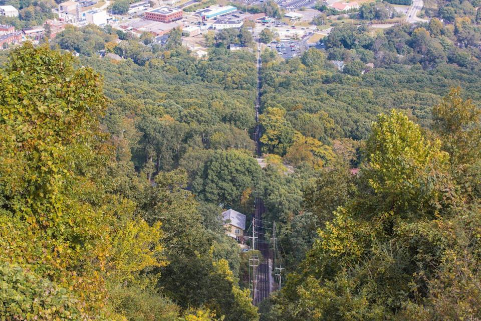 <p>A departure from the honky-tonks and line dancing of a Nashville vacation, Tennessee's Incline Railway takes you up a beautiful path to Lookout Mountain where panoramic views of the forests below are sure to wow.</p>