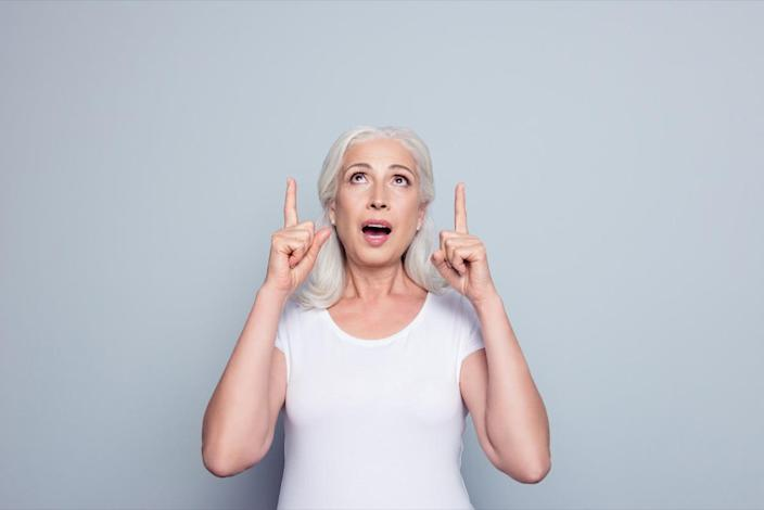 woman in t-shirt demonstrate, looking, pointing with two forefingers up